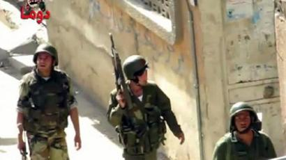 An image grab taken from a video uploaded on YouTube on June 9, 2012 shows Syrian troops deploying in Duma, in a suburb of Damascus (AFP Photo/Youtube)