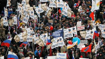 People take part in a procession to support presidential candidate and current Prime Minister Vladimir Putin on the Defender of the Fatherland Day in Moscow February 23, 2012 (Reuters / Denis Sinyakov)