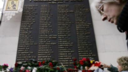 The monument carring names of victims of Moscow theatre siege (AFP Photo / Denis Sinyakov)