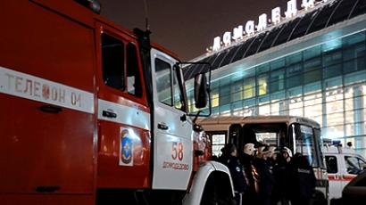 Firefighters and rescuers outside Moscow's Domodedovo airport on January 24, 2011, shortly after an explosion (AFP Photo / Andrey Smirnov)