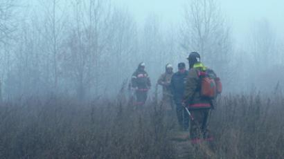 Emergency workers are extinguishing fires around Bratsk (Emergencies Ministry press service / RIA-Novosti)