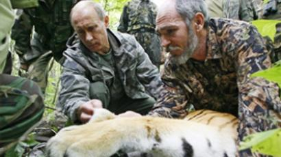 Putin talks tigers with Naomi Campbell