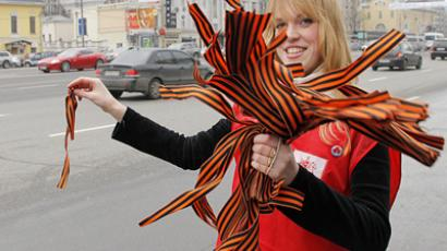 Volunteer with St. George ribbons (RIA Novosti / Vitaly Belousov)