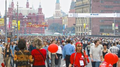 Muscovites and tourists strolling on Tverskaya Street on City Day