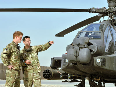 Britain's Prince Harry (L) is shown an Apache helicopter upon his arrival at Camp Bastion in Afghanistan.(AFP Photo / John Stillwell)