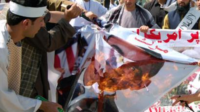 Afghan demonstrators burn an effigy of US President Obama during an anti-Islam movie in Kabul on September 20, 2012 (AFP Photo/Daud Yardost)