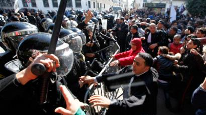 Tunisian protesters clash with riot police during a demonstration after the death of Tunisian opposition leader Chokri Belaid, outside the Interior ministry in Tunis February 6, 2013.(Reuters / Anis Mili)