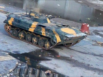 Video grab shows a Syrian tank driving through the city of Homs on December 26, 2011 (AFP Photo)
