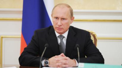 Putin calls on writers to submit constructive criticism