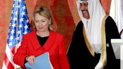US Secretary of State Hillary Clinton leaves with her Qatari counter part and Prime Minister Sheikh Hamad Bin Jassem Bin Jaber following their joint press conference in Doha, January 12, 2011. (AFP Photo / Marwan Naamani)