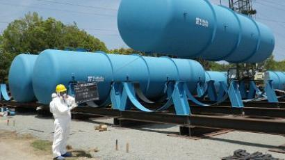 Workers installing large tanks to store radioactive contamination water at TEPCO's Fukushima Daiichi nuclear power plant at Okuma town in Fukushima prefecture (AFP Photo)
