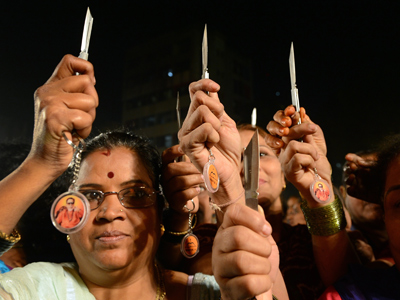Chili powder and knives given to Mumbai women to fend off rapists