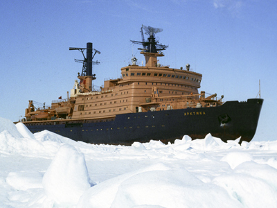 Nuclear icebreaker Arktika among the ice sheets of the Arctic Ocean. (RIA Novosti / Maisterman)