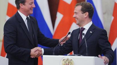 Moscow : Russia's President Dmitry Medvedev (R) and British Prime Minister David Cameron shake hands during their joint press conference as they meet in the Moscow's Kremlin. (AFP Photo / Natalia Kolesnikova)