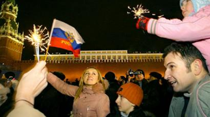 Muscovites welcome the New Year (AFP Photo / Dmitry Kostyukov)