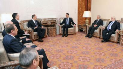 Syria's President Bashar al-Assad (centre R) meets with Russian Foreign Minister Sergei Lavrov (centre L) and his delegation in Damascus, February 7, 2012 (Reuters / SANA)