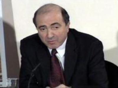 Russian investigators question Boris Berezovsky