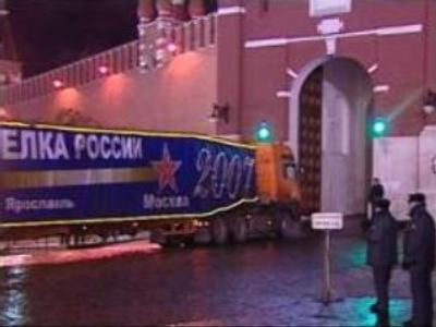 Russia's main Christmas tree arrives at the Kremlin