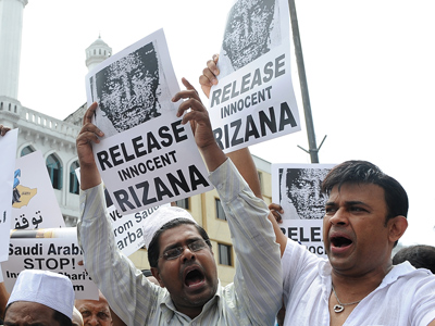 Sri Lankan activists hold placards and shout as they march past a mosque to the Saudi Arabian embassy demanding the Sri Lankan government assist in the release of housemaid Rizana Nafeek in Colombo on July 8, 2011 (AFP Photo  / Lakruwan Wanniarachi)