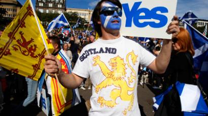 Demonstrators take part in a pro-independence rally in Princes Street gardens in Edinburgh, Scotland September 22, 2012 (Reuters / David Moir)