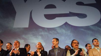 "Scotland's First Minister and leader of the Scottish National Party (SNP), Alex Salmond (3rd L), stands on the stage with supporters during the launch of the ""Yes Scotland"" campaign for an independent Scotland, in Edinburgh, Scotland May 25, 2012. (Reuters / David Moir)"