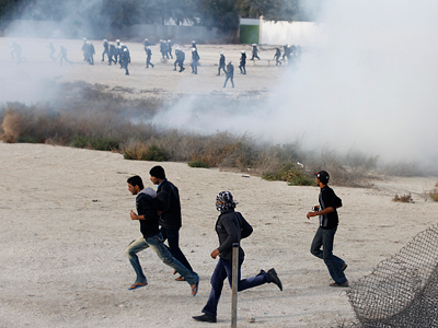 Bahrain police fire tear-gas and stun grenades at Shiite protesters