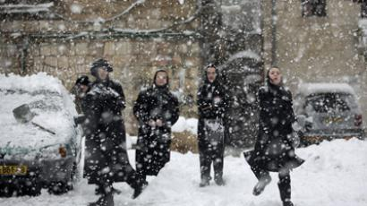 Ultra-orthodox Jews enjoy the snow in the Mea Shearim religious neighborhood of Jerusalem on January 10, 2013 (AFP Photo / Menahem Kahana)