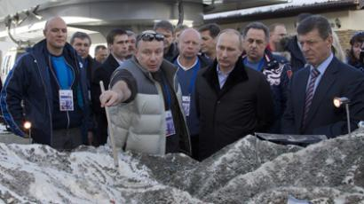 Vladimir Putin (3rd R) listens to Interros Investment Company President Vladimir Potanin ((2nd L) during a visit to the Rosa Khutor Alpine Centre, one of the Sochi 2014 Winter Olympic venues, near the Black Sea city of Sochi, on February 6, 2013 (AFP Photo / Pool / Ivan Sekretarev)