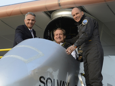 Andre Borschberg and Bertrand Piccard prepare for a takeoff (Photo from www.solarimpulse.com)