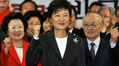 South Korea's president-elect Park Geun-hye (C) from the ruling New Frontier Party shouts her name with members of her election camp during a ceremony to disband the camp at the party's headquarters in Seoul on December 20, 2012. (AFP Photo / Jung Yeon-Je)