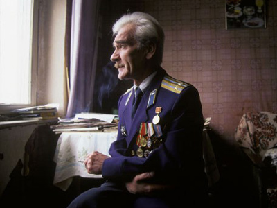 Retired Soviet officer rewarded for averting nuclear war