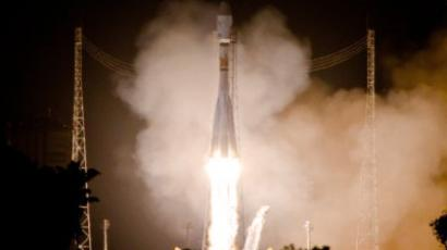 Kourou : A Soyuz rocket lifts off on December 16, 2011 from Europe's space base in Kourou, French Guiana. (AFP Photo / Jody Amiet)