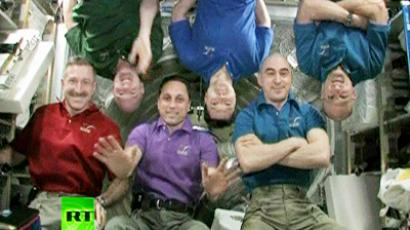 ISS team pose for a group photo before the Soyuz TMA-22's departure.