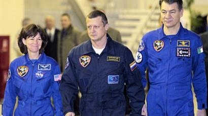 International Space Station (ISS) crew members (L-R) NASA astronaut Catherine Coleman, Russian cosmonaut Dmitry Kondratiev and European Space Agency Astronaut Paolo Angelo Nespoli walk to take part in an examination session at the Star City space centre outside Moscow, November 24, 2010