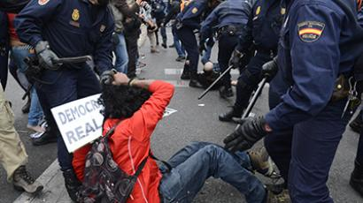 Protesters clash with riot policemen during a demonstration in Madrid. (AFP Photo / AFP Photo / Pierre-Philippe Marcou)