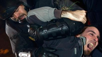 A picketer scuffles with Spanish riot police officer during clashes outside where Madrid's local buses are parked at the start of a general strike in Spain March 29, 2012 (Reuters / Sergio Perez)