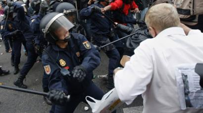Police charge demonstrators outside the the Spanish parliament in Madrid, September 25, 2012. (Reuters/Paul Hanna)
