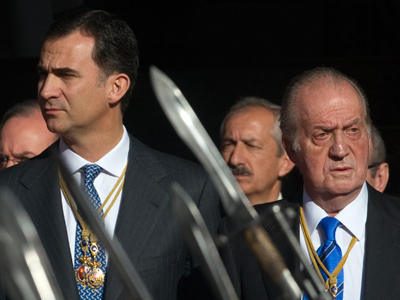 Spain's Crown Prince Felipe and Spain's King Juan Carlos (Reuters/Juan Medina)