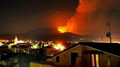 Etna runs violent, hurls lava and ash into sky (VIDEO)