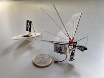 Spy bug takes flight, wins more Pentagon money