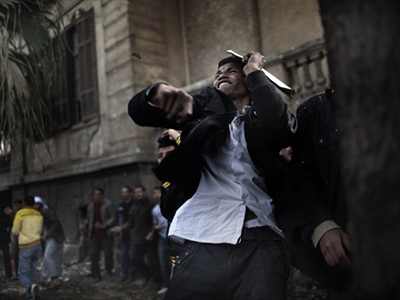 An anti-Egyptian government demonstrator hurls a stone at pro-government opponents during clashes at Cairo's Tahrir square on February 3, 2011 (Topshots / AFP Photo / Marco Longari)