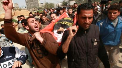 Palestinians carry the body of 12-year-old boy Ayoub Assaleya during his funeral in Jabalya in the northern Gaza Strip March 11, 2012 (Reuters / Suhaib Salem)