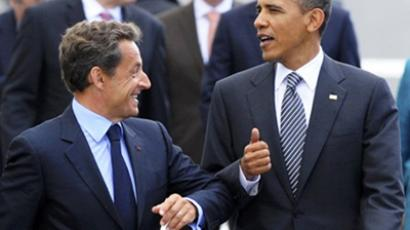 French President Nicolas Sarkozy joking with US President Barack Obama as they walking from the Villa Le Cercle to Deauville's International Centre during the G8 summit on May 26, 2011 (AFP Photo / Pool / Philippe Wojazer)