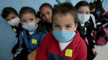Children wearing a surgical masks to protect themselves against influenza A (H1N1). (Reuters / Henry Romero)