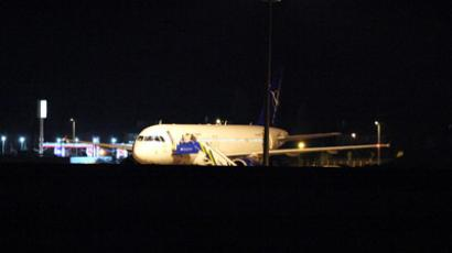 A Syrian passenger plane is seen after it was forced to land at Ankara airport on October 10, 2012 (AFP Photo / Adem Altam)