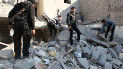 Free Syrian Army fighters and civilians search for bodies under rubble after an air strike by a fighter jet loyal to Syrian President Bashar al-Assad in Aleppo's al-Marja district December 31, 2012 (Reuters / Muzaffar Salman)