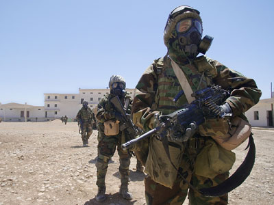 US Soldiers in anti-chemical weapons suits in Iraq.(AFP Photo / Roberto Schmidt)