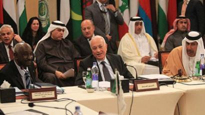 Cairo : Arab League General Secretary Nabil al-Arabi (C), Sudanese General Mohammed al-Dabi, head of the Arab League observer mission in Syria (L) and Qatari Prime Minister and Foreign Minister Sheikh Hamad al-Thani meet in Cairo on January 8, 2012. (AFP Photo / Khaled Desouki)