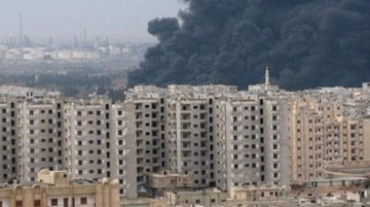 Thick plume of smoke rising above an oil refinery, situated to the west of the flashpoint city of Homs(AFP Photo / SANA)
