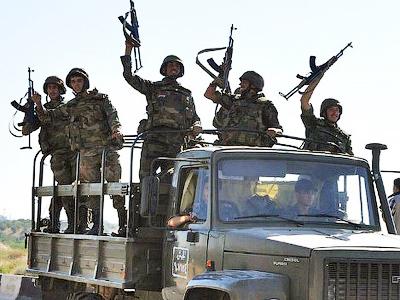 Syrian soldiers shout pro-Syrian President Bashar Assad slogans  (AFP Photo /Str)